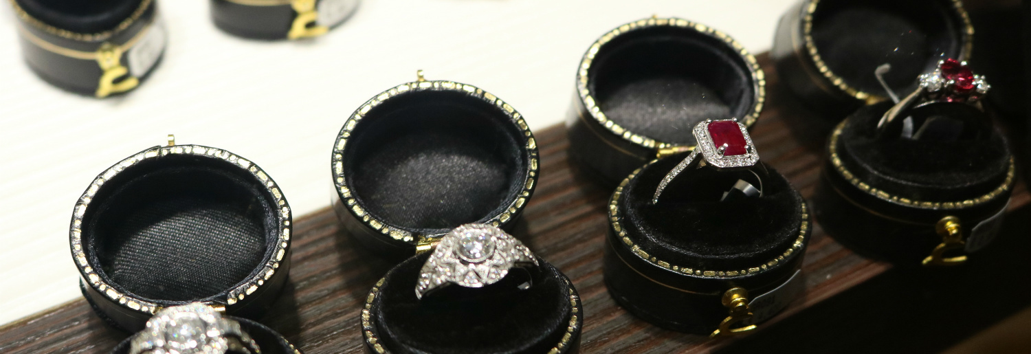 Commins & Co Dress Rings and Jewellery